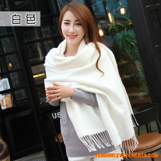 ae10f53a6a13 Echarpe femme blanche echarpe laine soie   Roleplay france